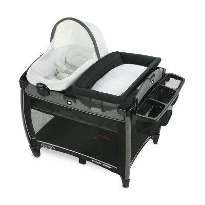 Pack 'n Play® Quick Connect™ Portable Seat DLX Playard featuring Rapid Remove